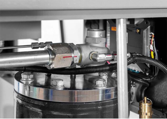 Markierung nachdem der Schraubenkompressor APS 7.5 IVR Combi Dry X getestet wurde